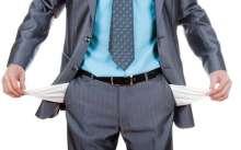 Мужчина с вывернутыми карманами