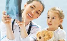 Ребенгок смотри рентген с врачом