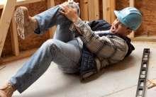 Строитель повредил ногу